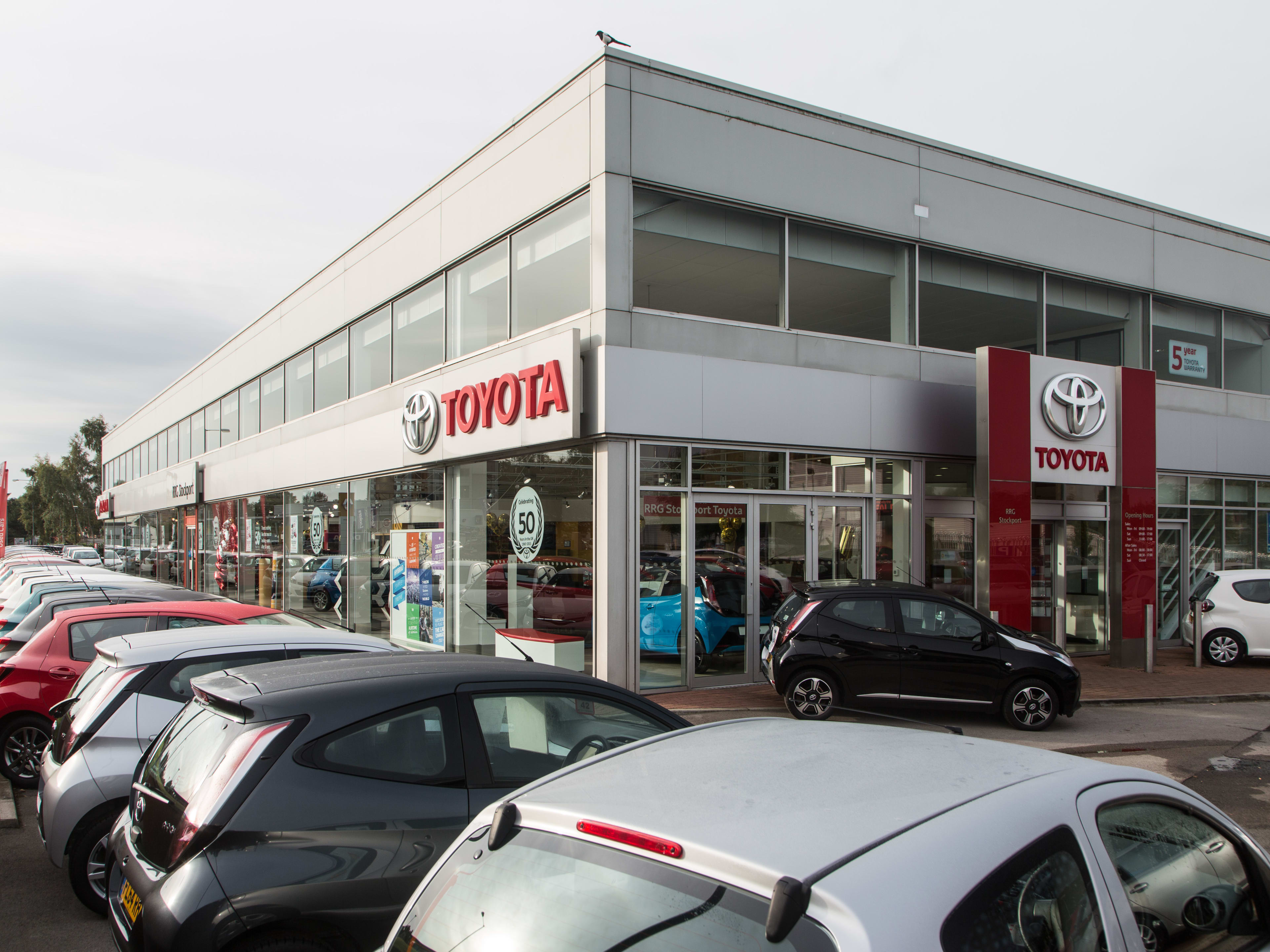 Dealerships Open On Sunday >> Contact Us In Stockport Rrg Toyota