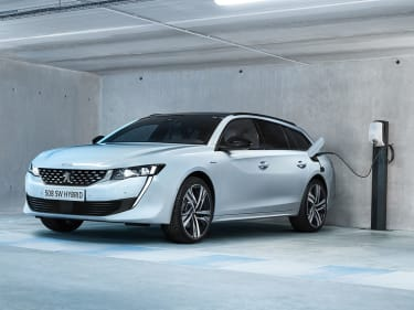 Peugeot 3008 SUV GT Hybrid4 combines 4WD and 300hp with ultra-low CO2 emissions