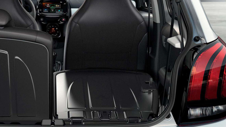 Peugeot 108 rear space