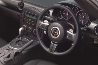 https://images.netdirector.co.uk/gforces-auto/image/upload/w_341,h_227,q_auto,c_fill,f_auto,fl_lossy/auto-client/a6703b379f0335c715e0b443e123703d/mx5_sport_graphite_2014_interior_03.jpg