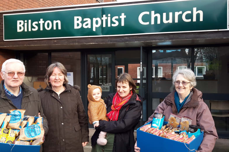 Greenhous Vw Staff Donate Food Parcels To The Needy