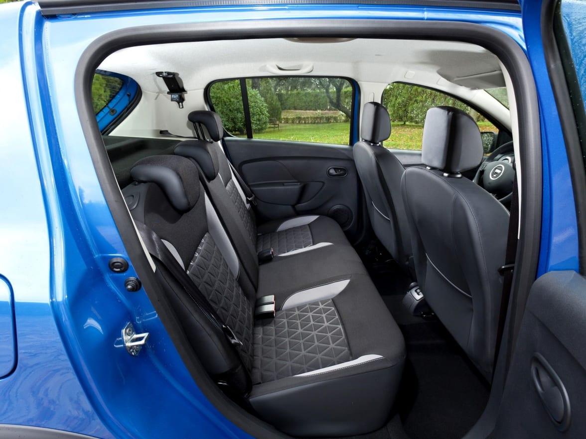 https://images.netdirector.co.uk/gforces-auto/image/upload/w_392,h_294,dpr_3.0,q_auto,c_fill,f_auto,fl_lossy/auto-client/7225fade083795ec1baef4968e561756/sandero_stepway_2014_interior_06.jpg