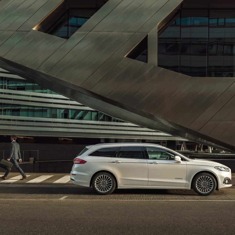 Discover Ford Mondeo Hybrid   Keith Motors Christchurch & Verwood