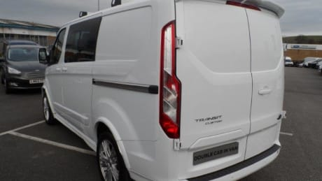 Body Kit Including Rear Roof Top Spoiler 18 Alloy Wheels And Carbon Effect Bonnet Test Drive It Today From The Hartwell Dunstable Transit Centre