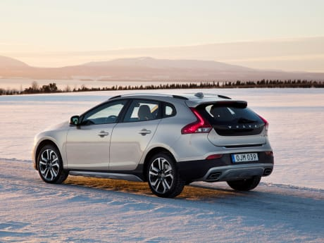 V40 Cross Country starting from £24,015 | Malton & York | Ray ...