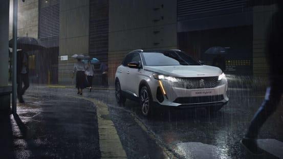 Peugeot 3008 Hybrid in the rain