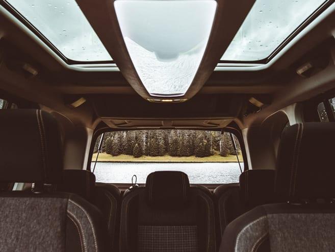 Nefkens Peugeot Rifter dak bruin outdoor