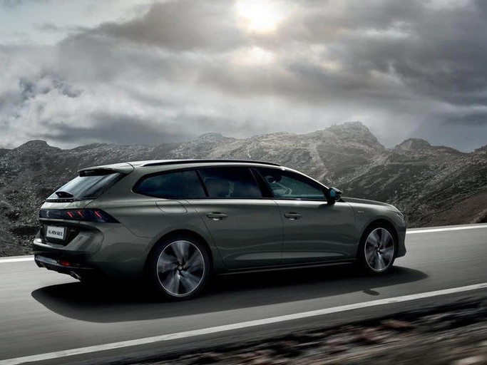 Peugeot 508 SW on a mountain road