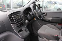 Hyundai i800 2.5 CRDi SE (170PS) 8 seats
